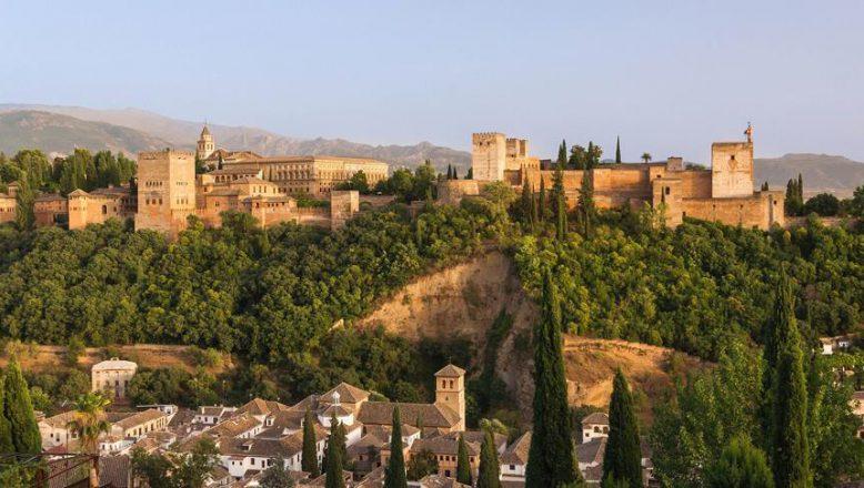 Endülüs'te bin yıllık şehir kapısına restore