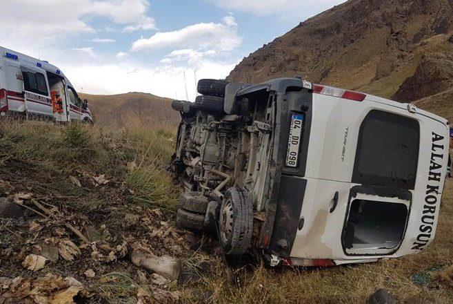 Ağrı-Eleşkirt'te Minibüs Kaza Yaptı 5 Yaralı, Biri Ağır