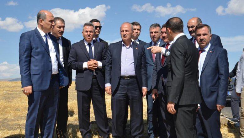 Ulaştırma Bakanı Turhan, Hamur -Tutak Karayolunda İncelemelerde Bulundu