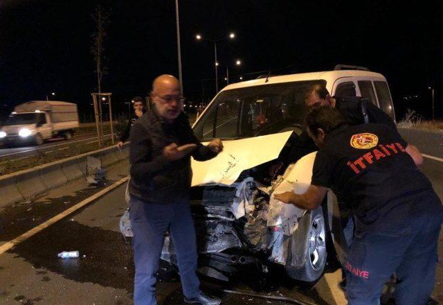 Ağrı-Hamur yolunda trafik kazası 1 ağır 3 yaralı