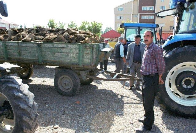 Ağrı'da Kömür Cep Yakıyor,Vatandaş Tezek