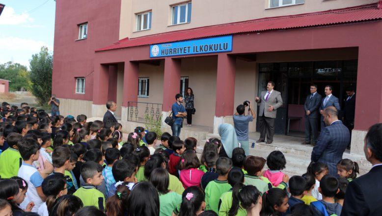 Ağrı'da Çalan İlk Ders Zili ile Birlikte 160 Bin Öğrenci Sınıflara Koştu.