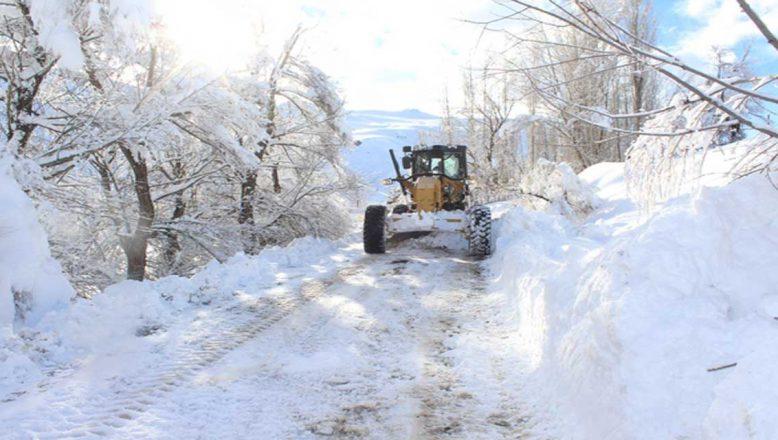 Ağrı'nın, Kardan Kapanan Köy Yollarını Açma Çalışmaları Hızla Devam Ediyor