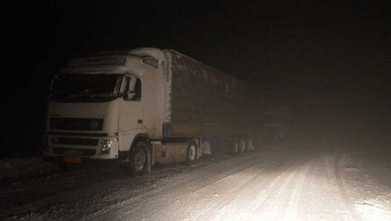 Ağrı- Tendürek'te Kar Ve Tipi Sürücüleri Zorluyor