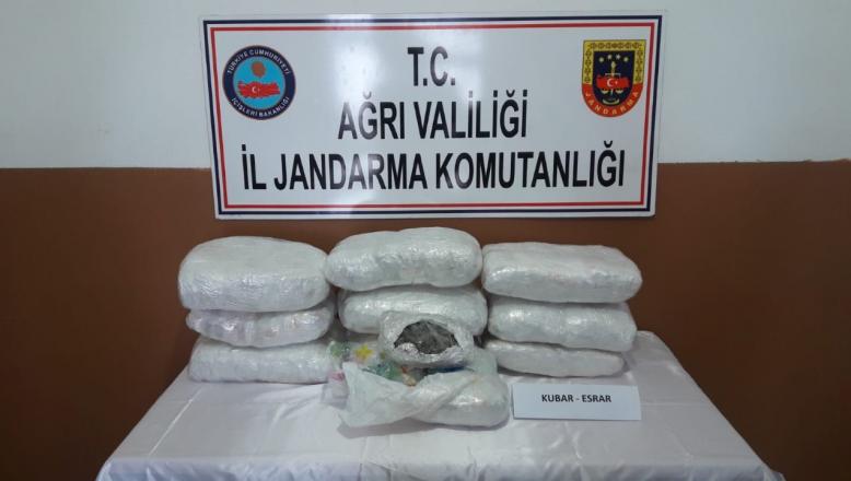 Ağrı-Doğubayazıt'ta Durdurulan Şüpheli Araçta Uyuşturucu Ele Geçirildi