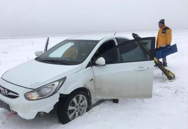 Eleşkirt'te araç kayarak kaza yaptı 1 kişi yaralandı