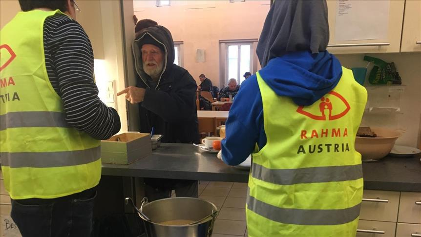Avusturya'da Müslümanlardan evsizlere sıcak yemek
