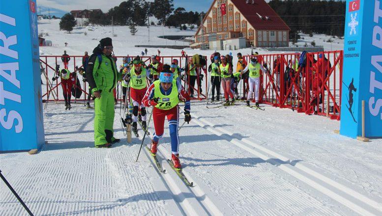 Ağrı'lı Kayakçılar Yine Zirvede