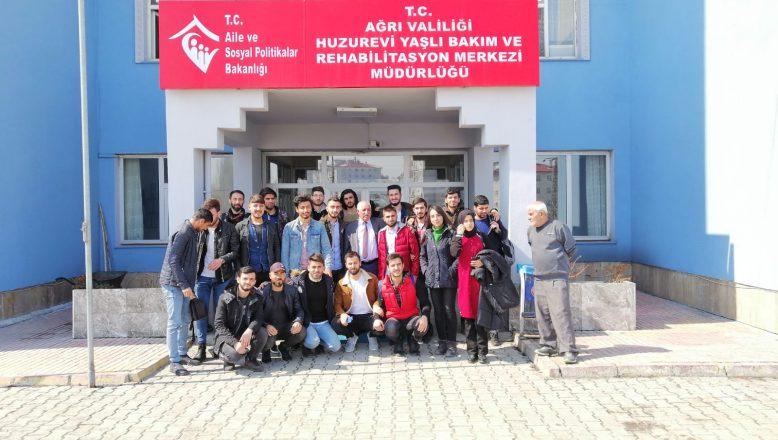 Aiçü'lü Öğrenciler Çocuk Evleri Sitesinde ve Huzurevinde etkinlikler Düzenledi
