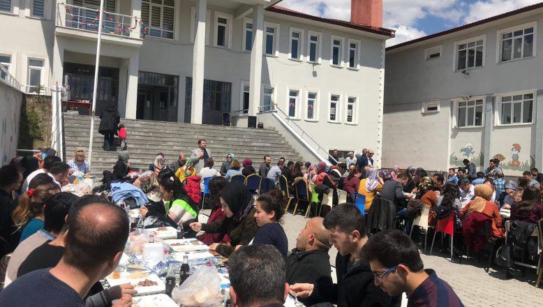 Ağrı'da aday öğretmenlerle yemekte biraraya gelindi