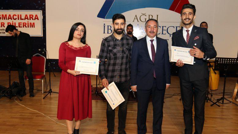 AİÇÜ'DE Öğrenciler Arası Ses Yarışması Yapıldı