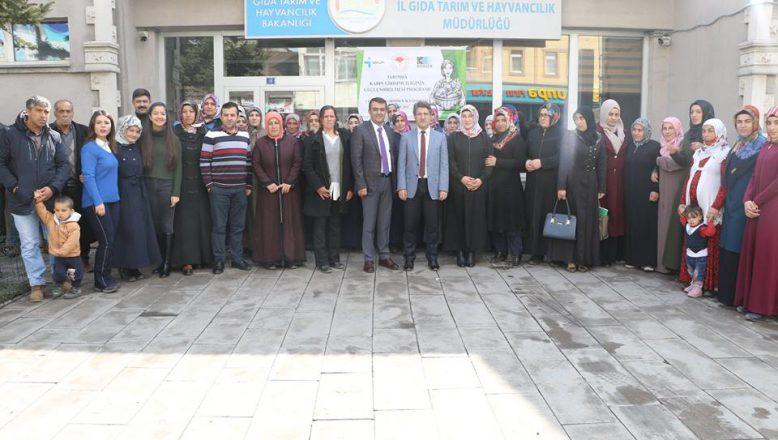 """Ağrı'da Kadın Çiftçilere Yönelik""""Uygulamalı Girişimcilik Eğitimleri"""" Yapıldı"""