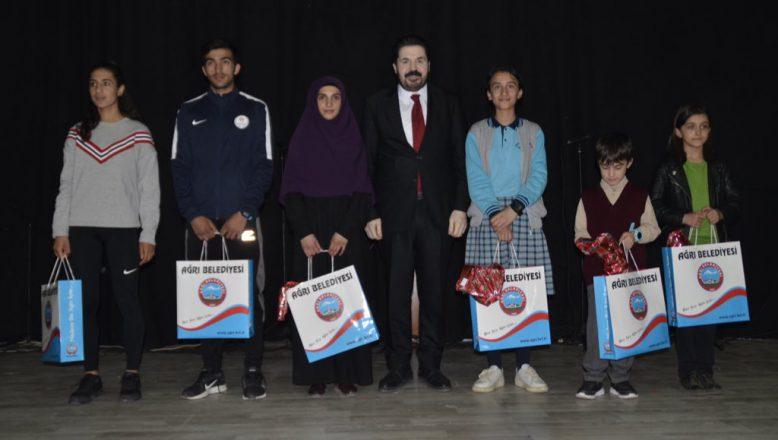 Başkan Sayan'dan Öğrencilere Ödül