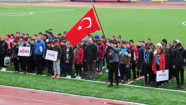 Ağrı'da Yıldız Kız- Erkek Futbol Grup Müsabakaları Başladı