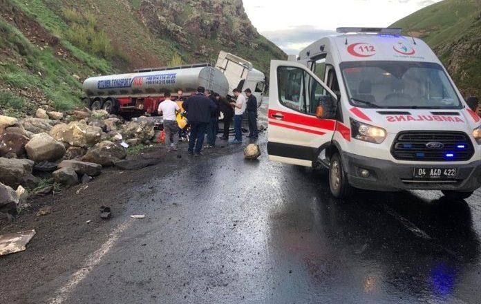 Ağrı-Eleşkirt'te Tanker Kazası 1 Kişi Ağır Yaralandı