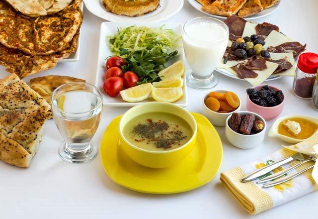 Uzmanlardan 'üç öğün iftar' önerisi