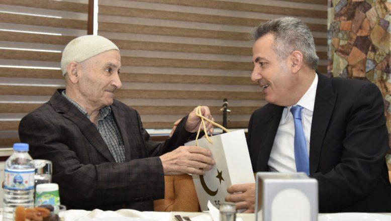 Ağrı Valisi Elban, Çocuklar ve Huzurevi Sakinleri İle İftarda Buluştu