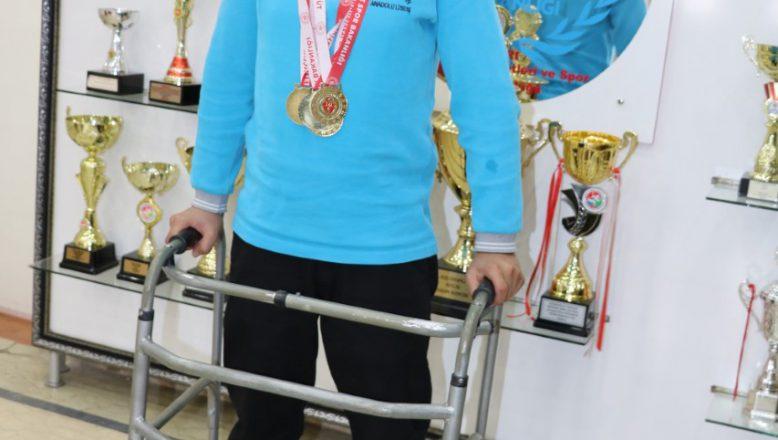 Ağrı'lı Bedensel Engelli Yüzücüden 4 Altın Madalya