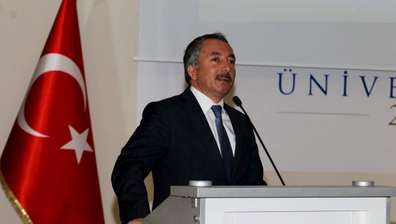 """AİÇÜ'de """"Belgeler Işığında Ermeni Sorunu ve Ağrı'da Müslüman Soykırımı"""" Başlıklı Konferans Düzenlendi"""