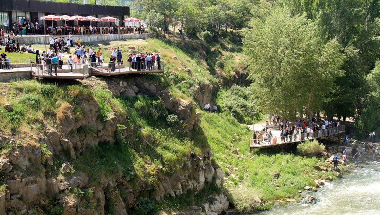Van doğal güzellikleri ile turistleri cezbediyor
