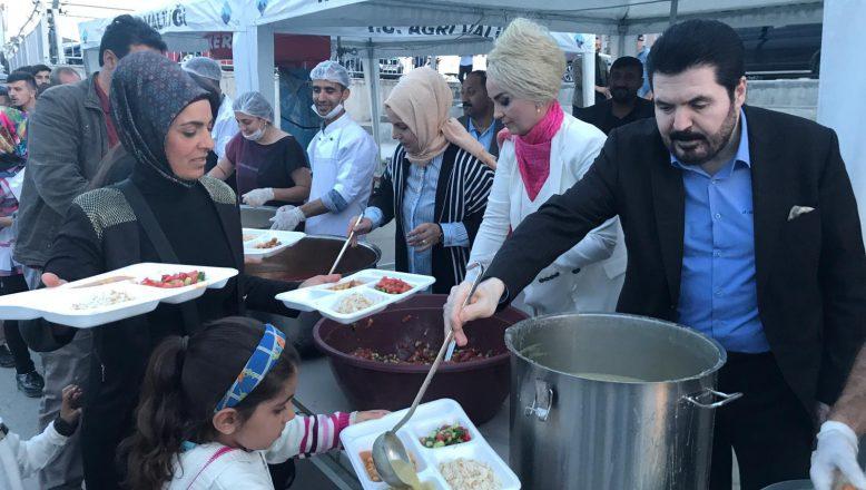 Başkan Sayan, Ramazanın Son İftarını Vatandaşlarla Birlikte Yaptı!