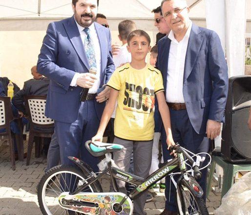 """Başkan Sayan, """" Ağrılı Çocukların Hayalleri Gerçek Oluyor""""Bisiklet Yarışı Devam Ediyor!"""