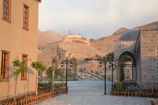"""Doğubayazıt'ta """"Ahmed-i Hani Kent Müzesi ve Eski Doğubayazıt Evi'ne""""Bayram Tatilinde Ziyaretçi Akını"""