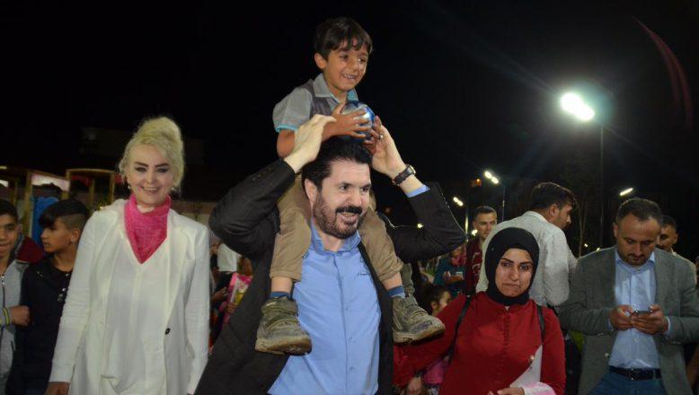 Başkan Sayan Millet Parkında Çocukları Sevindirdi