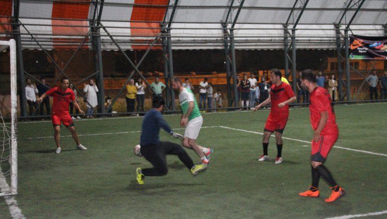 Ağrı'da Öğretmenlerin Halı Sahada Şampiyonluk Yarışı