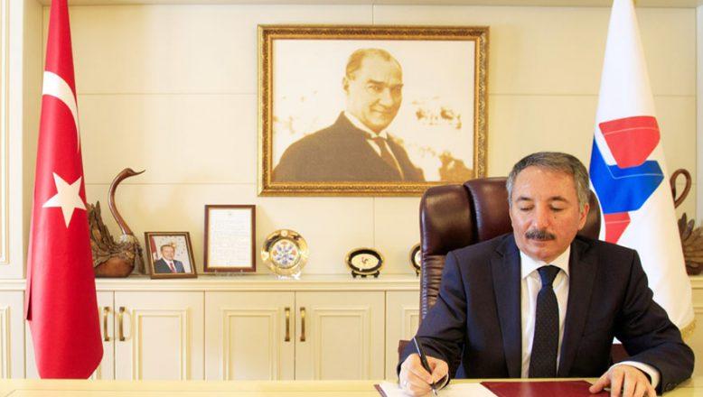 """AİÜÇ Rektörü Karabulut'tan """"15 Temmuz Demokrasi Ve Milli Birlik Günü""""Mesajı ."""