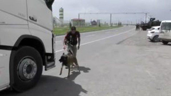 Ağrı'da, Uyuşturucu Tacirleri Polisten Kaçamadı