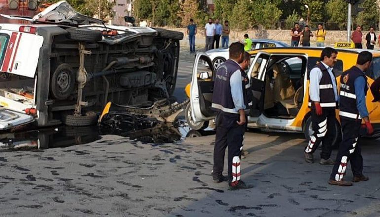 Ağrı'da, 112 Ambulans Kaza Yaptı