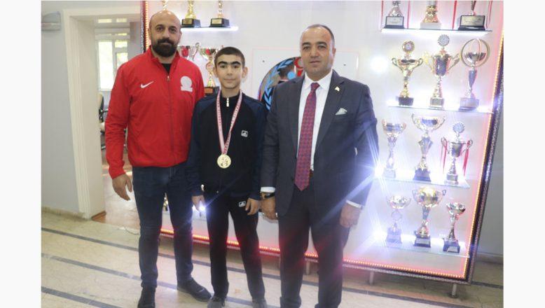 Ağrı'lı Minik Boksör Türkiye Şampiyonu Oldu