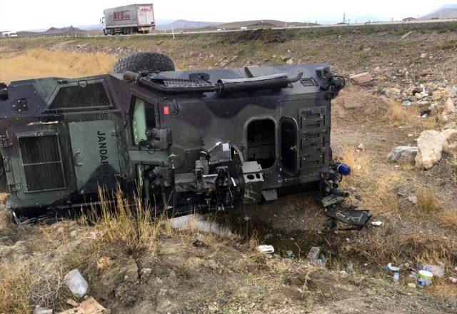Doğubayazıt'ya Askeri Araç Şarampole Uçtu, 3 Asker Yaralandı