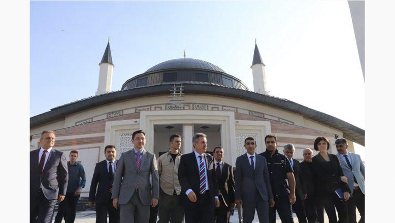 Ağrı'nın En Büyük Camisi İbadete Açıldı