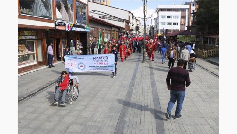 """Ağrı'da """"Amatör Spor Haftası"""" Etkinlikleri Kortej Yürüyüşü ile Başladı"""