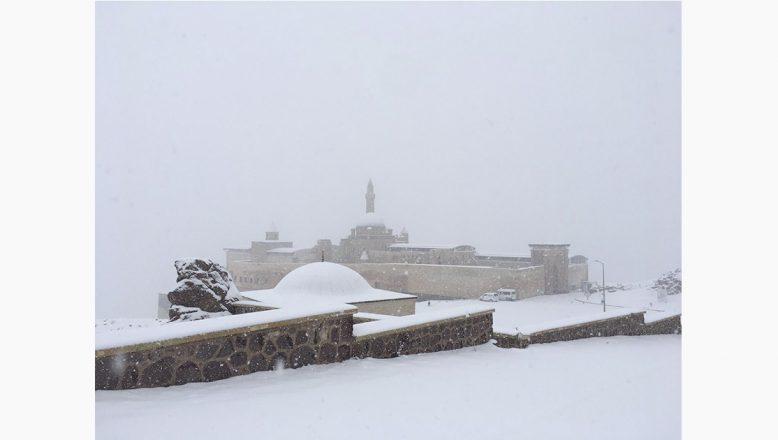 Karla Kaplanan İshak Paşa Sarayı Görüntüsüyle Büyülüyor