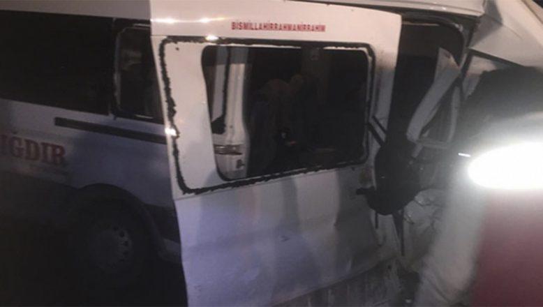 Ağrı Patnos'ta Feci Kaza 1 Kişi Öldü 18 Kişi Yaralı