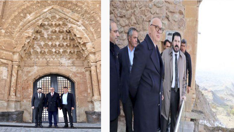 Manisa Büyükşehir Belediye Başkan'ı Ergun, İshak Paşa Sarayı'nda