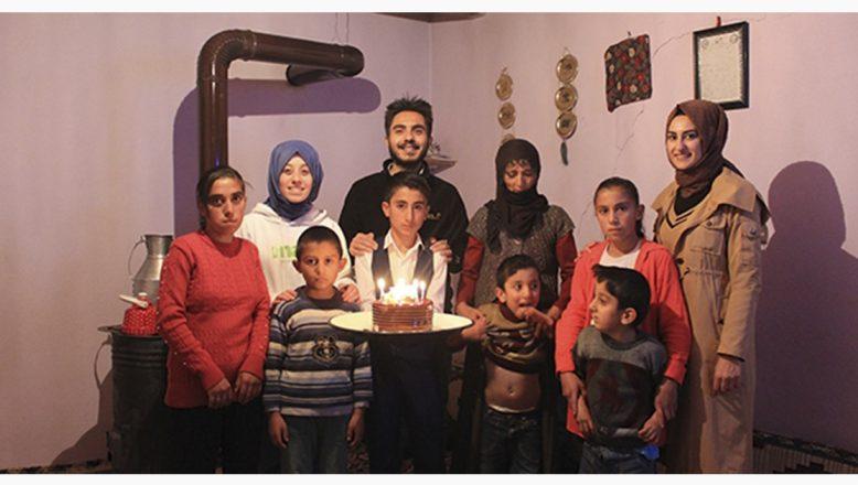 Tutak'ta ilk kez öğretmenleriyle birlikte doğum gününü kutladı