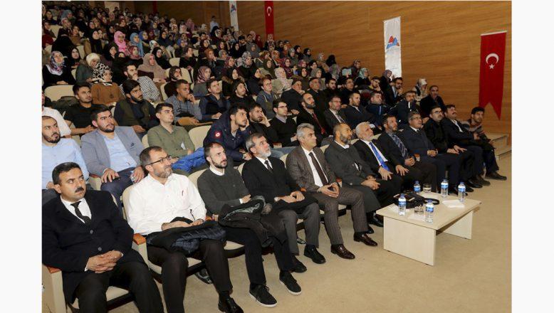 "AİÇÜ'de ""Kur'an Bize Yeter Söylemi"" Konferansı Düzenlendi"