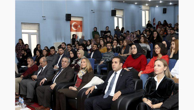 """AİÇÜ'de """"Sosyal Medya'nın Obezite Üzerine Etkileri"""" Konferansı Düzenlendi"""