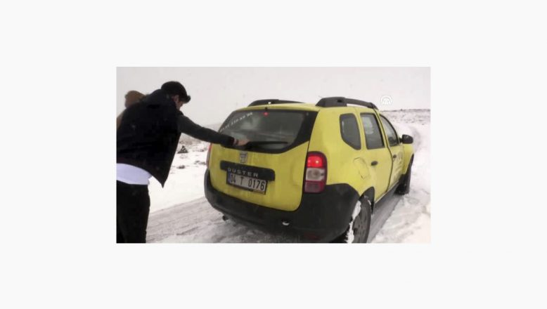 Ağrı'da Etkili Olan Kar Yağışı Ve Gizli Buzlanma Sürücüleri Olumsuz Etkiliyor