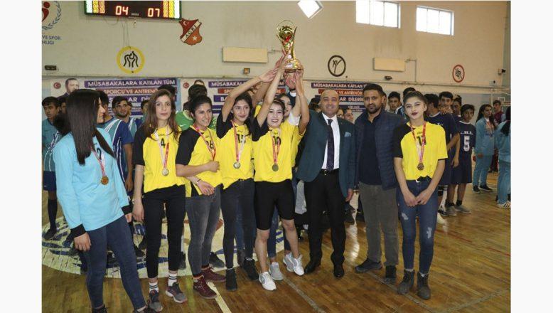 Ağrı'da Okul Sporları Halaylar Eşliğinde Devam Ediyor