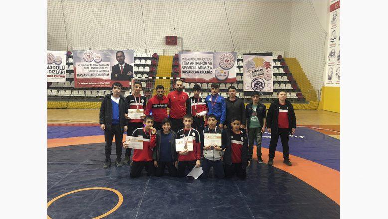 Ağrılı Güreşçiler Şampiyonadan 9 Madalya İle Döndüler