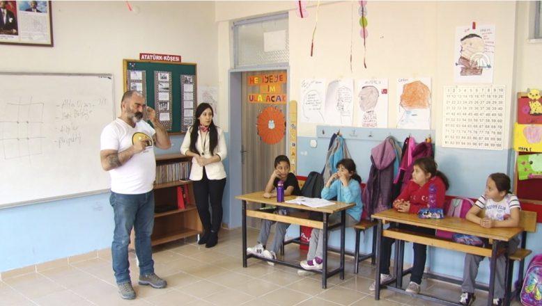 Ağrı'da Köy Okullarında Çocuklara Kameramanlık Eğitimi Verildi