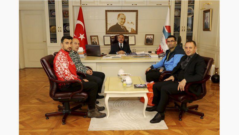AİÇÜ Rektörü Karabulut'tan Dünya İkincisi Sporcuya Kutlama