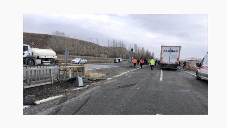 Ağrı'da Tırla Otomobil Çarpıştı 2 Yaralı