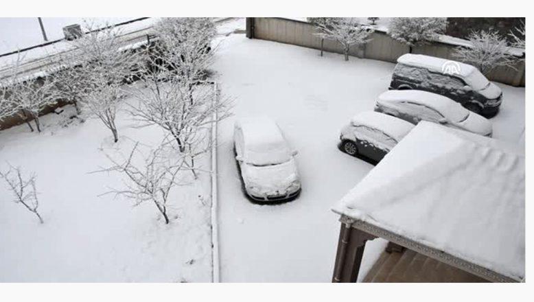Ağrı- Doğubayazıt'ta  yoğun kar yağışı hayatı olumsuz etkiliyor