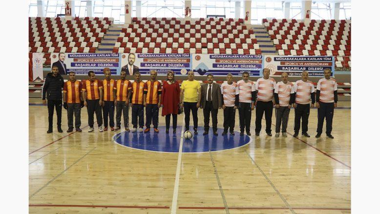 Ağrı'da, Engelliler Günü etkinlikleri kapsamında engellilerle futbol maçı yapıldı